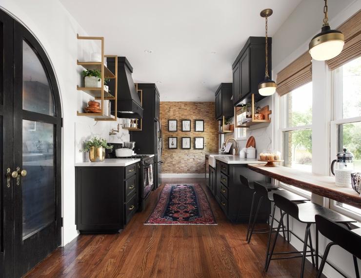Black and white kitchen - Fixer Upper