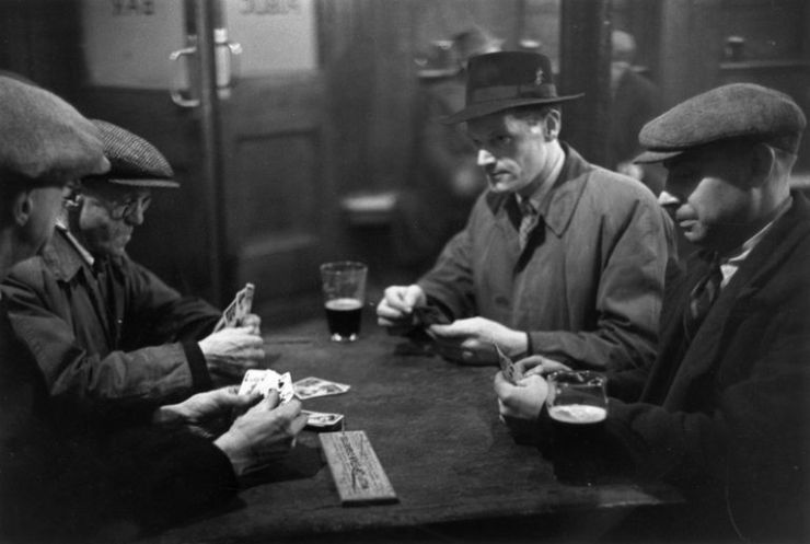 1949 Cribbage players at Elephant and Castle