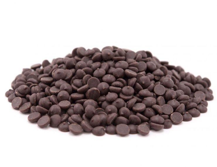 pile of dark chocolate chips